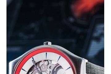 斯沃琪隆重推出 2Q 限量腕表,继续执行《无暇赴死》的神秘任务